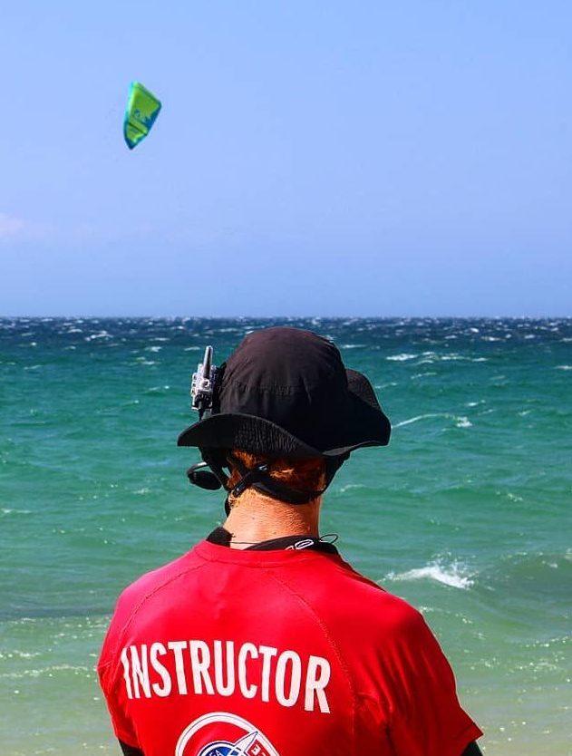 instructor curso kitesurf valdevaqueros en tarifa