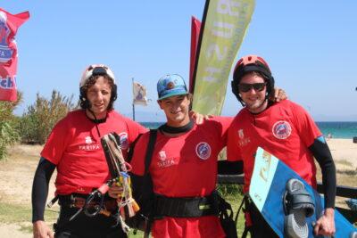 2-alumnos-monitor-curso-kitesurf-valdevaqueros
