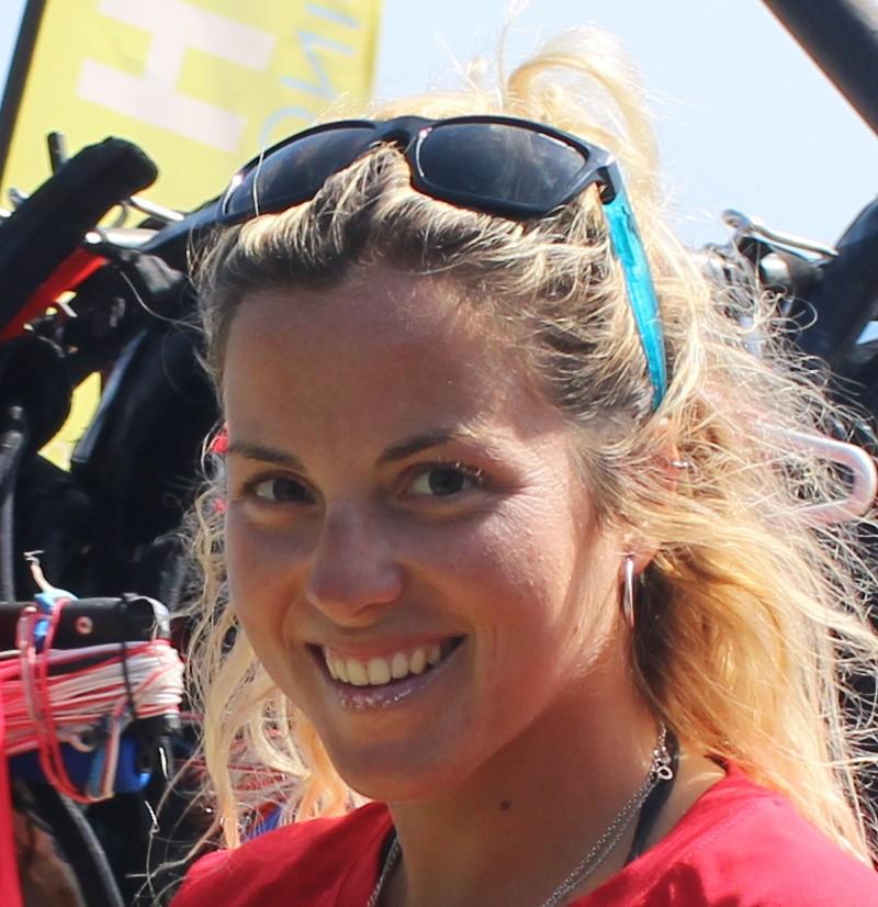 instructora kitesurf infantil para niños en valdevaqueros